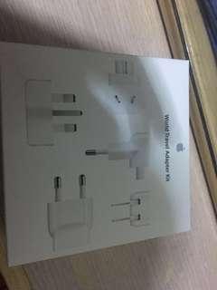 World Travel Adapter Kit (只開封99.9%新)(有一年保養)(可以以80%以上新的iPhone adapter作交換)