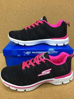 APR 18 WOMENS SHOES (DHD)