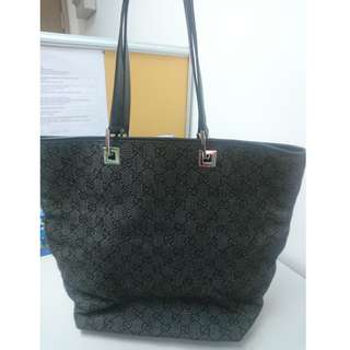 GUCCI BLACK HANDBAG (With dustbag)