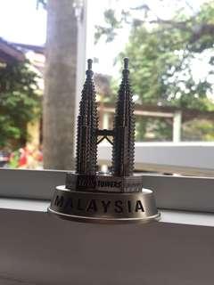 Miniatur petronas twin tower malaysia