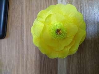 BLUM flower shirt clip
