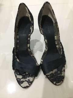 Preloved Nine west heels black lace