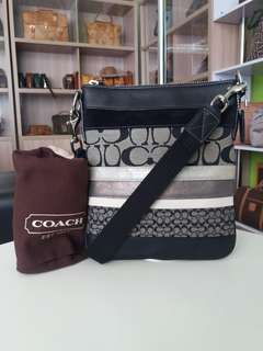 AUTHENTIC COACH SLINGBAG MADE IN CHINA TINGGI 22CM X LEBAR 19CM VERY GOOD CONDITION RM490 C.O.D USNASAPRELOVED http://www.wasap.my/60104550163