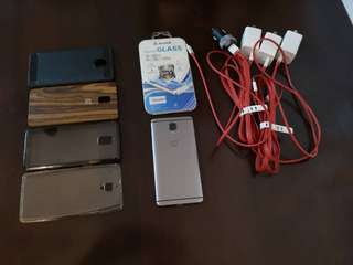 One plus 3t package (1 unused tempered glass, 1 original wood case ,1 jelly case,1 dark original rinke case, 1 rubber case, 3  original dash chargers, 1original dash charger)
