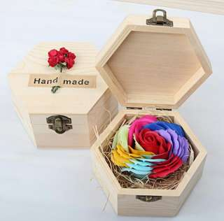 *Clearance* Everlasting Rainbow Rose Gift set