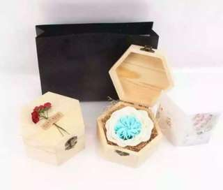 *Clearance* Everlasting Classy Blue Rose Gift Set