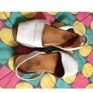 Menorca flats Size: 7 Material: leather Price: 380