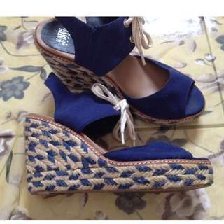 Katie and Judith wedge Size: 38 Material: canvas and abaca Price: 380