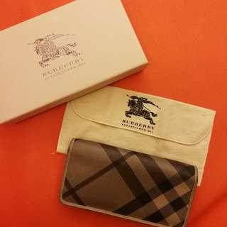 Burberry purse authentic