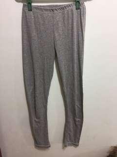 🚚 灰色內搭褲
