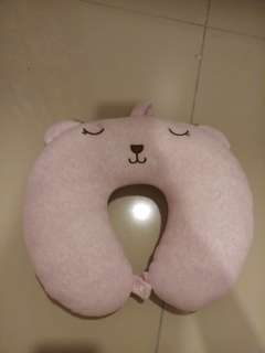 Travelling neck pillow