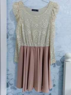 氣質顯瘦蕾絲藕粉洋裝