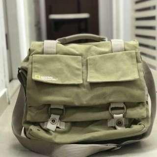 National Geographic Earth Explorer Shoulder Bag (Green)只用了兩次