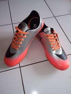 Sepatu futsal merk Nike