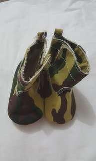 "Sepatu Bayi Booties ARMY 2 "" Carter's """