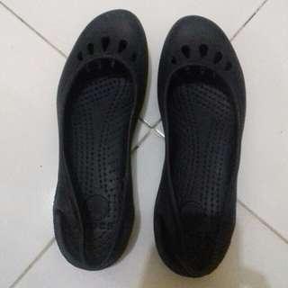 Sepatu sandal crocks navy