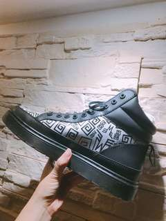 Dr. Martens 馬汀鞋/馬汀靴 白 黑