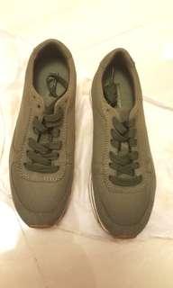 休闲鞋 Casual Shoes