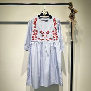 European sleeves positioning embroidery flower V-neck dress striped skirt