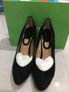 New Charles David Pump Shoes