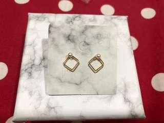 小珍珠方形耳環