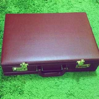 (朱紅色)復古皮箱/手提箱/擺攤皮箱