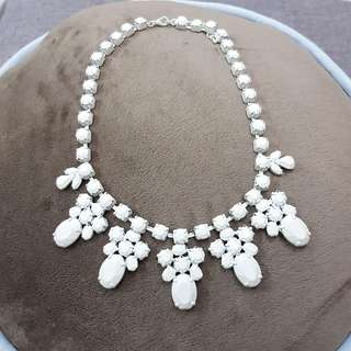 The White Affair necklace