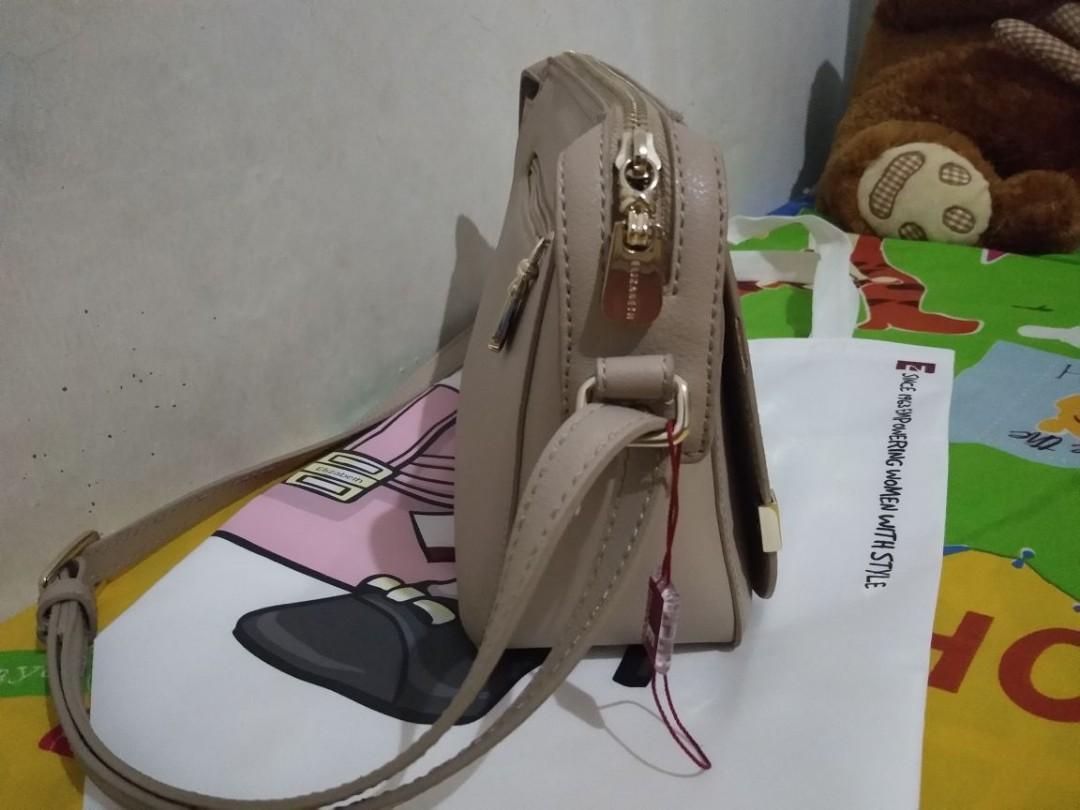Turun Harga Preloved Elizabeth Slingbag Original