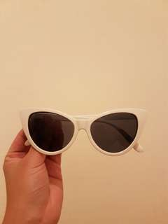 White cat eye sunglass