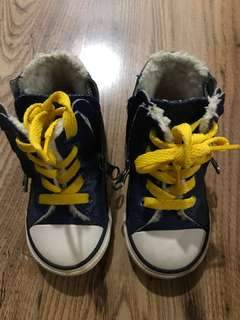 PRE-LOVED CONVERSE KIDS SHOES (AUTHENTIC!!)
