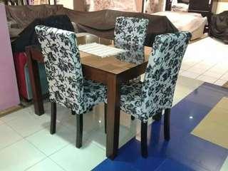 Di jual cepat meja makan 4 kursi minimalis