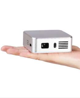 E05 WiFi pocket projector