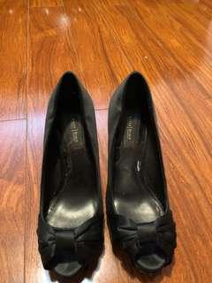 Black bow peep toe heel