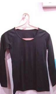 Baju hitam polos lengan panjang