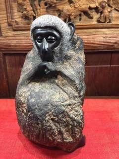 精緻石頭雕刻猴子