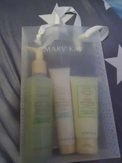 Mary kay satin hand set ! Best set for mothers day