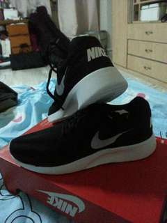 NIKE COMFORT SHOES