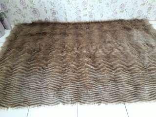 Karpet bulu serigara garis coklat