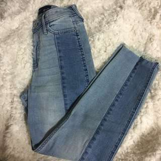 HIGHWAISTED HOLLISTER JEANS 24