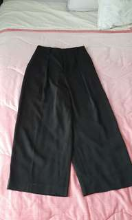 (2 for $20) BN Uniqlo Flared Pants