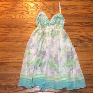 La Vie en Rose sheer green nightie size Small