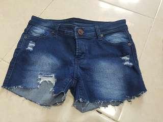 Celana pedek blue jeans