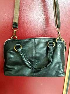 🚚 [ 二手 ]  黑色女側背皮包