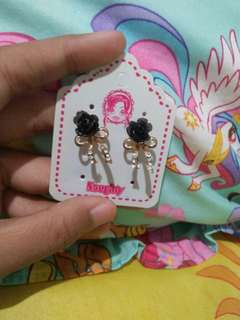 Anting bunga Naughty