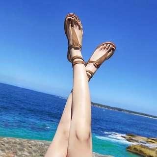 🚚 Candy w 波希米亞度假風流行時尚款個性交叉綁帶平底羅馬鞋人字夾腳涼鞋