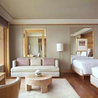 Ritz Carlton Hotel Deluxe Room 4 - 6 Feb (2 nights)
