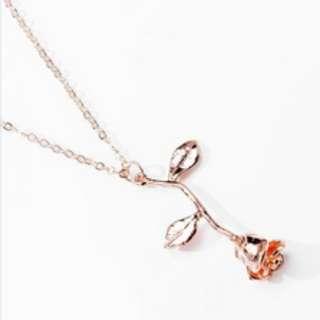 Gold Rose Rose Necklace
