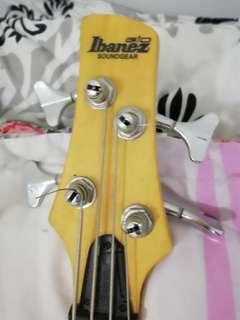 Ibanez soundgear bass guitar (pink)