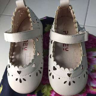 Poney girl shoe size 21