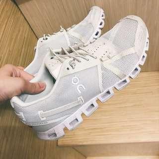 on 瑞士跑鞋 六成新